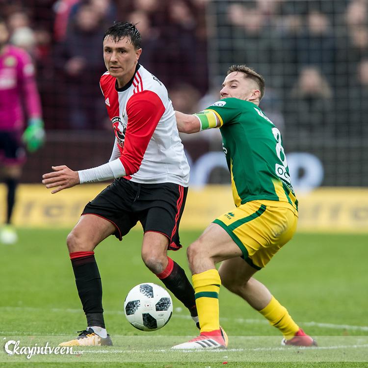 ROTTERDAM - Feyenoord - ADO Den Haag , Voetbal , Seizoen 2017/2018 , Eredivisie , Stadion Feijenoord de Kuip , 28-01-2018 , ADO Den Haag speler Aaron Meijers (r) in duel met Feyenoord speler Steven Berghuis (l)