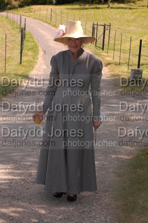 Phyllida Law. Marriage of Emilia Fox to Jared Harris. St. Michael's and All Angels. Steeple. Nr. Wareham. Dorset. 16 July 2005. ONE TIME USE ONLY - DO NOT ARCHIVE  © Copyright Photograph by Dafydd Jones 66 Stockwell Park Rd. London SW9 0DA Tel 020 7733 0108 www.dafjones.com