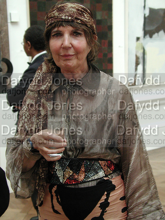 Sandra Blow. Royal Academy Annual dinner. Royal Academy. 30 May 2001. © Copyright Photograph by Dafydd Jones 66 Stockwell Park Rd. London SW9 0DA Tel 020 7733 0108 www.dafjones.com