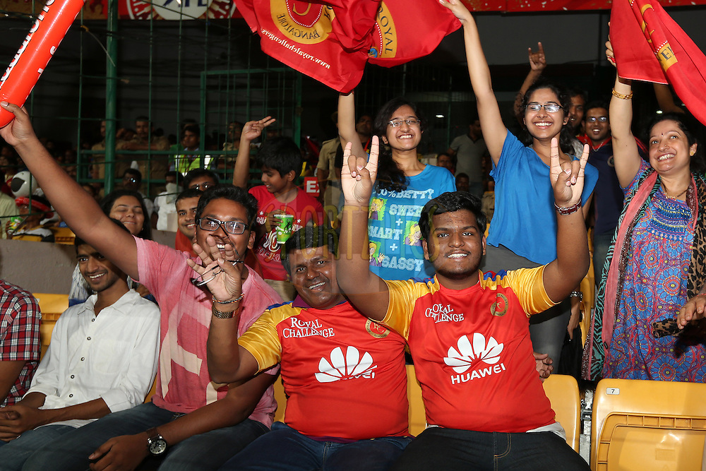 Crowd enjoying the atmosphere during match 24 of the Pepsi Indian Premier League Season 2014 between the Royal Challengers Bangalore and the Sunrisers Hyderabad held at the M. Chinnaswamy Stadium, Bangalore, India on the 4th May 2014. Photo by Jacques Rossouw / IPL / SPORTZPICS<br /> <br /> <br /> <br /> Image use subject to terms and conditions which can be found here:  http://sportzpics.photoshelter.com/gallery/Pepsi-IPL-Image-terms-and-conditions/G00004VW1IVJ.gB0/C0000TScjhBM6ikg