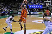 DESCRIZIONE : Treviso Lega due 2015-16  Universo Treviso De Longhi - Aurora Basket Jesi<br /> GIOCATORE : josh greene<br /> CATEGORIA : Tiro<br /> SQUADRA : Universo Treviso De Longhi - Aurora Basket Jesi<br /> EVENTO : Campionato Lega A 2015-2016 <br /> GARA : Universo Treviso De Longhi - Aurora Basket Jesi<br /> DATA : 31/10/2015<br /> SPORT : Pallacanestro <br /> AUTORE : Agenzia Ciamillo-Castoria/M.Gregolin<br /> Galleria : Lega Basket A 2015-2016  <br /> Fotonotizia :  Treviso Lega due 2015-16  Universo Treviso De Longhi - Aurora Basket Jesi