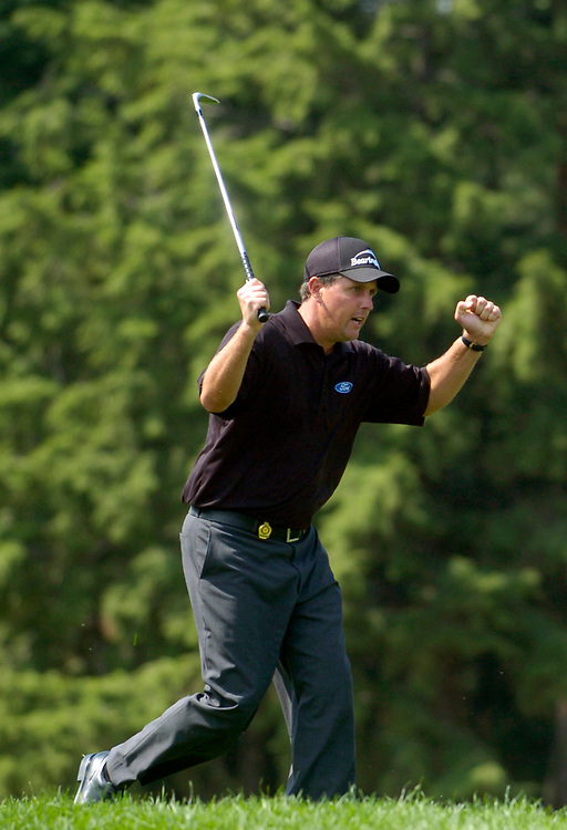 SPRINGFIELD, NEW JERSEY  - AUGUST 15, 2005<br /> Phil MICKELSON hits his chip shot on the 18th hole to within a foot which set-up a easy birdie putt during the 4th Round of the 87th PGA Championship held at Baltusrol Golf Club in Springfield, New Jersey.