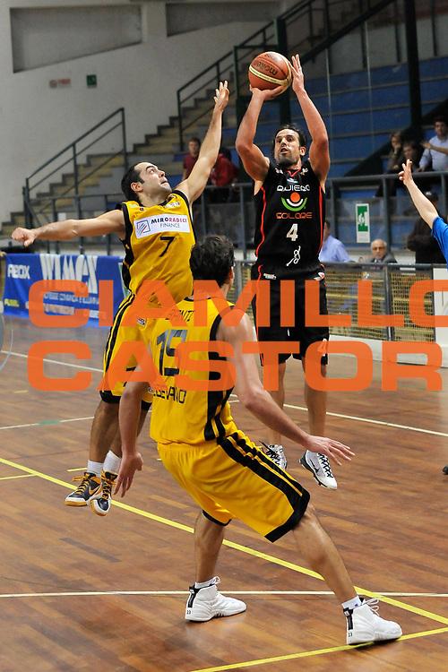 DESCRIZIONE : Novara Lega A2 2009-10 Campionato Miro Radici Fin. Vigevano - Riviera Solare Rimini<br /> GIOCATORE : Ndudi Ebi<br /> SQUADRA : Riviera Solare Rimini<br /> EVENTO : Campionato Lega A2 2009-2010<br /> GARA : Miro Radici Fin. Vigevano Riviera Solare Rimini<br /> DATA : 13/12/2009<br /> CATEGORIA : Tre Punti<br /> SPORT : Pallacanestro <br /> AUTORE : Agenzia Ciamillo-Castoria/D.Pescosolido