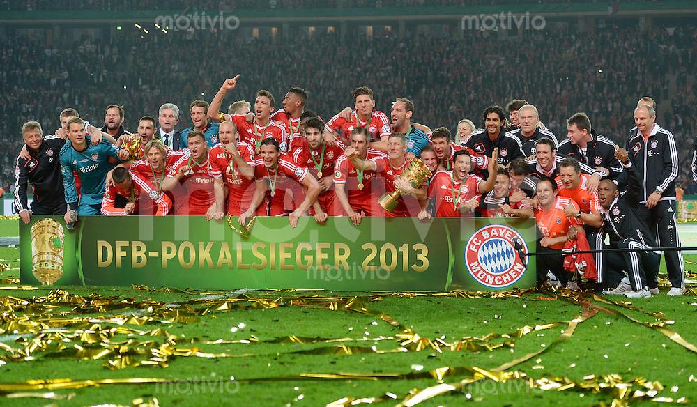 FUSSBALL       DFB POKAL FINALE        SAISON 2012/2013 FC Bayern Muenchen - VfB Stuttgart    01.06.2013 Bayern Muenchen ist Pokalsieger 2013: Siegerfoto