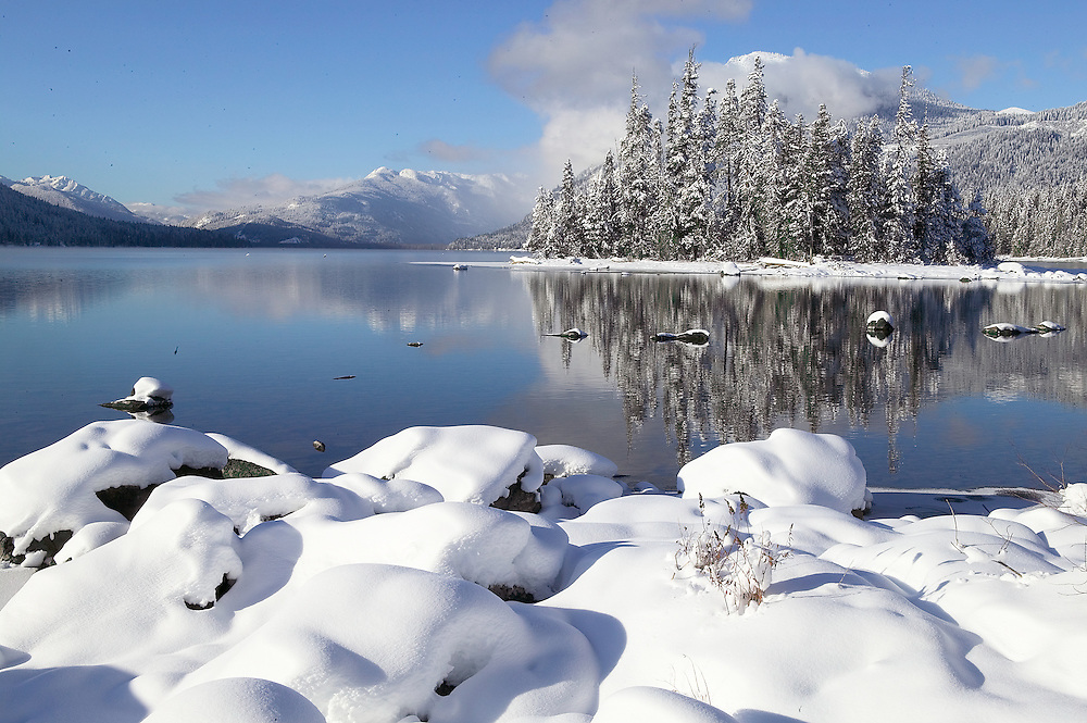 winter morining on the shores of Lake Wenatchee, Lake Wenatchee State Park, Washington State
