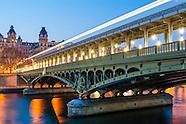 Paris, les ponts, la nuit.