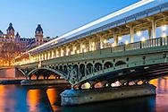 Paris, Le pont de Bir-Hakeim