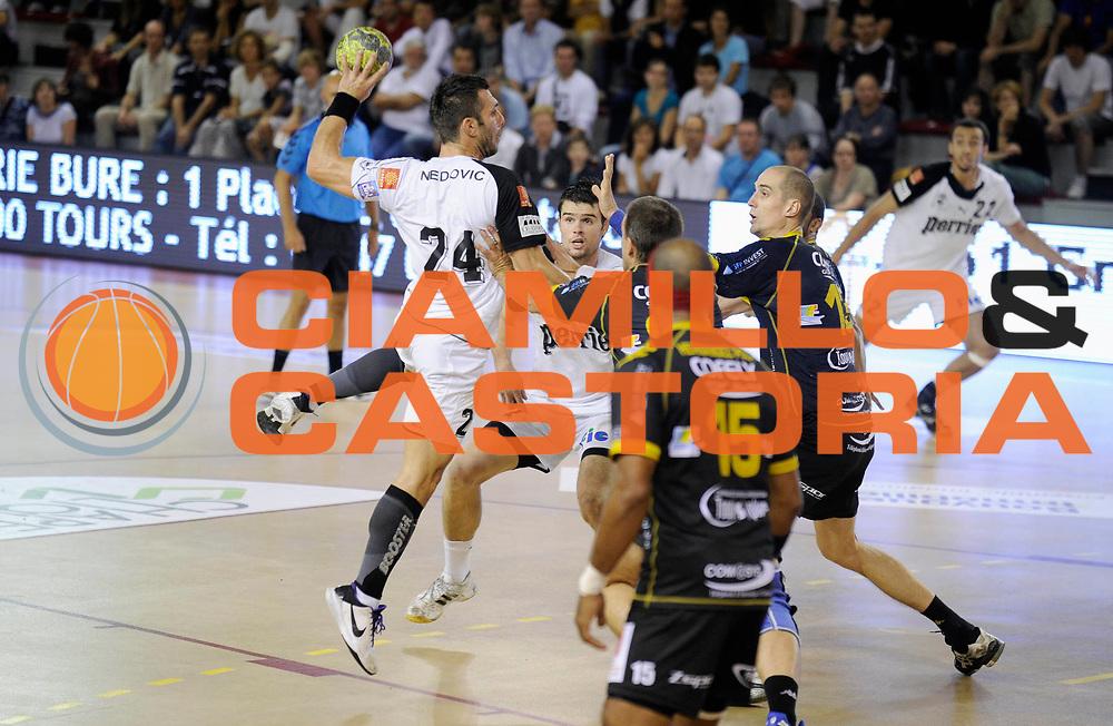 DESCRIZIONE : France Hand D1 Coupe de La Ligue &agrave; St Cyr sur Loire 1/8 Finale Aller<br /> GIOCATORE : NEDOVIC Nadilo<br /> SQUADRA : Nimes<br /> EVENTO : FRANCE Hand Coupe de la ligue 2010-2011<br /> GARA : St Cyr sur Loire Nimes<br /> DATA : 22/09/2010<br /> CATEGORIA : Hand D1 <br /> SPORT : Handball<br /> AUTORE : JF Molliere par Agenzia Ciamillo-Castoria <br /> Galleria : France Hand 2010-2011 Action<br /> Fotonotizia : FRANCE Hand Coupe de la ligue D1 2010-2011  St Cyr Sur Loire 1/8 Finale Aller<br /> Predefinita :