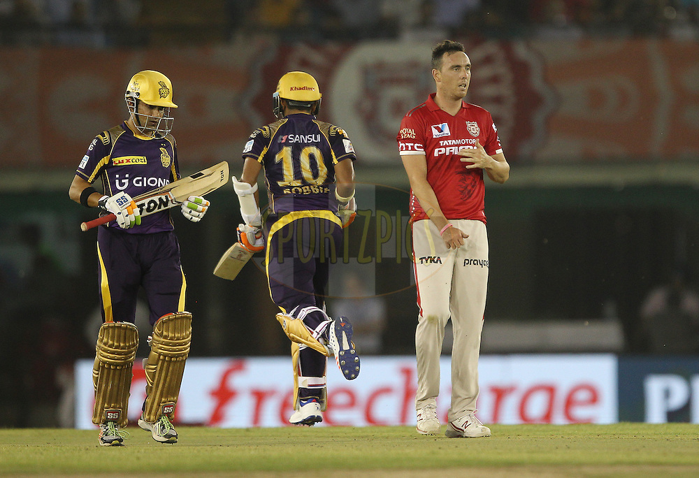 Kyle Abbott of Kings XI Punjab looks on as the runs are made during match 13 of the Vivo Indian Premier League ( IPL ) 2016 between the Kings XI Punjab and the Kolkata Knight Riders held at the IS Bindra Stadium, Mohali, India on the 19th April 2016<br /> <br /> Photo by Ron Gaunt / IPL/ SPORTZPICS