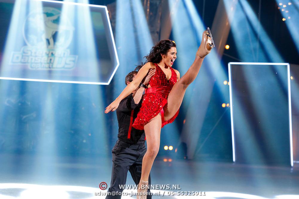 NLD/Hilversum/20130112 - 4e Liveshow Sterren Dansen op het IJs 2013, Laura Ponticorvo en schaatspartner Joel Geleynse