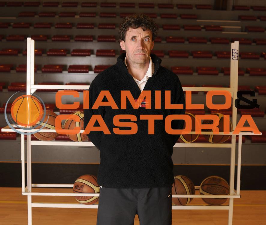 DESCRIZIONE : Championnat de France Basket Reportage La Loire St Chamond<br /> GIOCATORE : Alain THINET Coach<br /> SQUADRA : St Chamond<br /> EVENTO : Nationale 1 2010-2011<br /> GARA : <br /> DATA : 19/01/2011<br /> CATEGORIA : Basketbal France Nationale 1<br /> SPORT : Basketball<br /> AUTORE : JF Molliere par Agenzia Ciamillo-Castoria <br /> Galleria : France Basket 2010-2011 Reportage<br /> Fotonotizia : Championnat de France Nationale 1 St Chamond  La Loire<br /> Predefinita