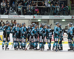 23.09.2016, Keine Sorgen Eisarena, Linz, AUT, EBEL, EHC Liwest Black Wings Linz vs Dornbirner Eishockey Club, 3. Runde, im Bild Linz feiert den Heimsieg // during the Erste Bank Icehockey League 3rd round match between EHC Liwest Black Wings Linz and Dornbirner Eishockey Club at the Keine Sorgen Icearena, Linz, Austria on 2016/09/23. EXPA Pictures © 2016, PhotoCredit: EXPA/ Reinhard Eisenbauer