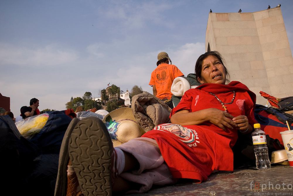An old woman has about 400 kilometers from Veracruz to Mexico City. Cancer is all over her, she has no work and no money, but she have enough energy and reasons to thank the virgin because she is still alive.
