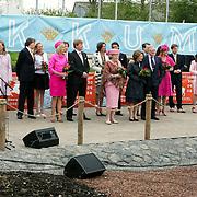NLD/Makkum/20080430 - Koninginnedag 2008 Makkum, gehele koninklijke familie