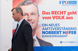 29.04.2016, Freiheitlicher Parlamentsklub, Wien, AUT, FPÖ, Pressekonferenz mit Plakatpräsentation anlässlich der Stichwahl der Präsidentschaftswahl 2016. im Bild FPÖ-Präsidentschaftskandidat Norbert Hofer // Candidate for Presidential Elections Norbert Hofer during placard presentation for presidential elections of the austrian freedom party in Vienna, Austria on 2016/04/29. EXPA Pictures © 2016, PhotoCredit: EXPA/ Michael Gruber