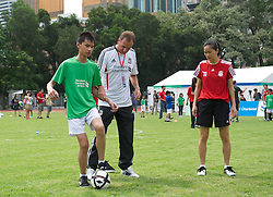 GUANGZHOU, CHINA - Wednesday, July 13, 2011: Liverpool ambassador Phil Thompson coaches a blind youngster during a coaching clinic for locals at the Guangzhou Sports University during day three of the club's Asia Tour. (Photo by David Rawcliffe/Propaganda)