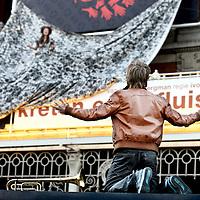 Nederland, Amsterdam , 1 september 2011..Romeo & Julia balkonscene..Nadja Hüpscher, Rick Paul van Mulligen, Tygo Gernandt, Sanne Vogel, Hadewich Minis, Paul van der Laan e.v.a. spelen tijdens het Nederlands Theater Festival negen avonden dé liefdesscène uit Romeo en Juliet op het Ajax Bordes van de Stadsschouwborg Amsterdam, gratis te zien vanaf het Leidseplein..Foto:Jean-Pierre Jans