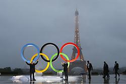 September 13, 2017 - Paris, France, France - devoilement des anneaux olympiques (Credit Image: © Panoramic via ZUMA Press)