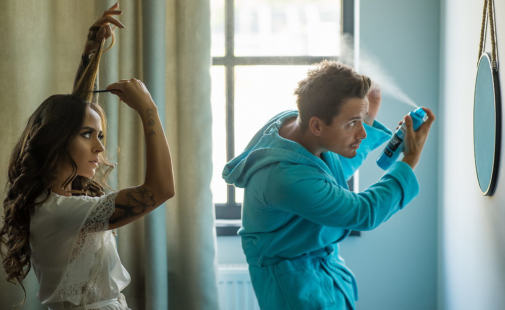 Iubesc fotografia, iubesc sa transform momentele acelea imperfect in emotii perfecte. Si iubesc sa lucrez cu lumina si oamenii din jurul meu. <br /> Pentru mine fotografia nu este despre cele mai scumpe sau noi camera. Pentru mine, chiar si astazi, raman valabile cuvintele lui Annabel Williams: <br /> &ldquo;Fotografia este 90% psihologie si 10% tehnica.&rdquo;