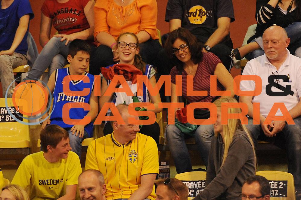 DESCRIZIONE : Vannes 15 giugno 2013 Eurobasket 2013 femminile<br /> Italia Nazionale Femminile Svezia<br /> GIOCATORE : Tifosi<br /> CATEGORIA : <br /> SQUADRA : Italia Nazionale Femminile <br /> EVENTO : Eurobasket 2013<br /> Italia Nazionale Femminile Svezia<br /> GARA : Italia Nazionale Femminile Svezia<br /> DATA : 15/06/2013<br /> SPORT : Pallacanestro <br /> AUTORE : Agenzia Ciamillo-Castoria/M.Marchi<br /> Galleria : Eurobasket 2013<br /> Fotonotizia : Vannes 15 giugno 2013 Eurobasket 2013 femminile<br /> Italia Nazionale Femminile Svezia<br /> Predefinita :