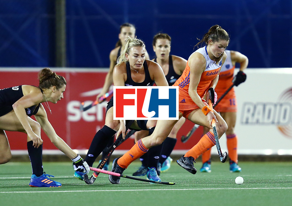 New Zealand, Auckland - 26/11/17  <br /> Sentinel Homes Women&rsquo;s Hockey World League Final<br /> Harbour Hockey Stadium<br /> Copyrigth: Worldsportpics, Rodrigo Jaramillo<br /> Match ID: 10322 - NED vs NZL<br /> Photo: (12) WELTEN Lidewij against (28) GLOYN Shiloh and (16) THOMPSON Liz