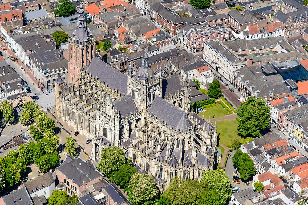 Nederland, Noord-Brabant, Den Bosch, 13-05-2019; binnenstad van 's-Hertogenbosch met Sint-Janskathedraal, formeel De Kathedrale Basiliek van Sint Jan Evangelist. Choorstraat Kerkstraat.<br /> City center of 's-Hertogenbosch with St. John's Cathedral.<br /> <br /> luchtfoto (toeslag op standard tarieven);<br /> aerial photo (additional fee required);<br /> copyright foto/photo Siebe Swart