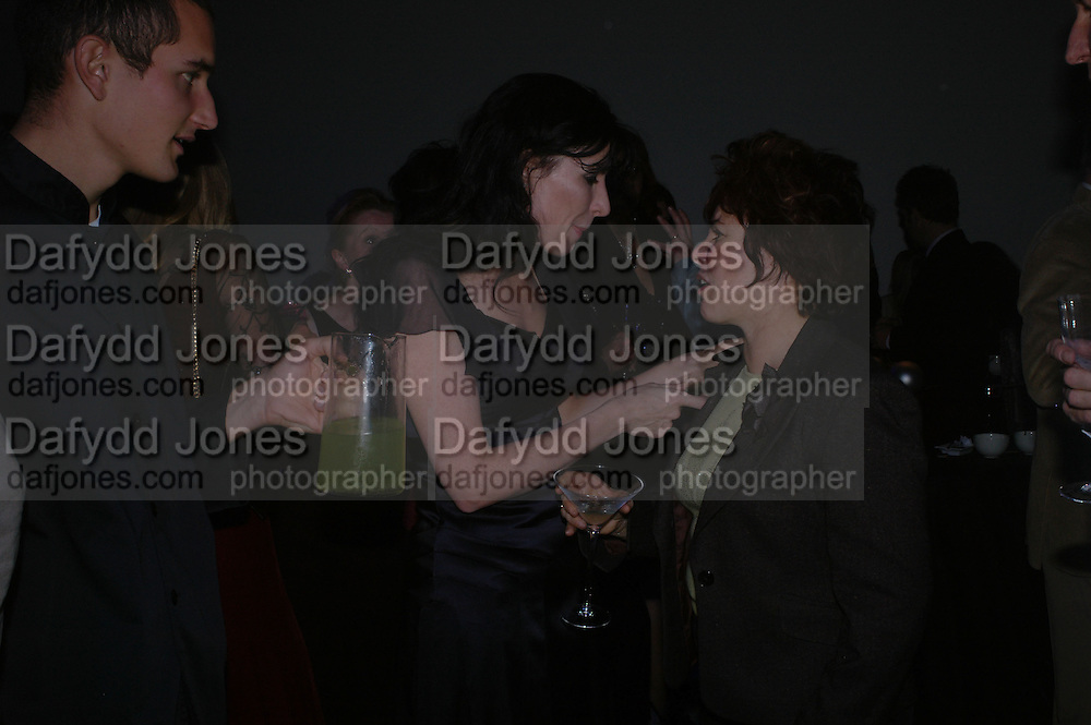 Ronni Ancona and Ruby Wax. The Almeida Theatre Charity Christmas Gala, to raise funds for the theatre, at the Victoria Miro Gallery, London.  1 December  2005. ONE TIME USE ONLY - DO NOT ARCHIVE  © Copyright Photograph by Dafydd Jones 66 Stockwell Park Rd. London SW9 0DA Tel 020 7733 0108 www.dafjones.com