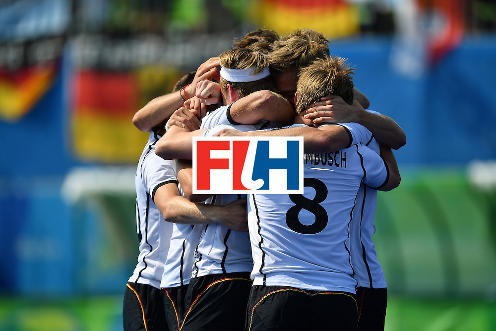 RIO DE JANEIRO, BRAZIL - AUGUST 18:  Team mates of Germany celebrate after winning the penalty shoot out and Bronze medal during the Mens's Bronze medal match between the Netherlands and Germany on Day 13 of the Rio 2016 Olympic games at Olympic Hockey Center on August 18, 2016 in Rio de Janeiro, Brazil.  (Photo by Pascal Le Segretain/Getty Images)