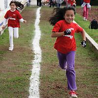 Toluca, México.- Niños de diversas edades participan en un curso de verano  llamado Mini Olimpiada, esto  con la finalidad de fomentar el deporte entre ellos, previo a los Juego Olímpicos Londres 2012. Agencia MVT / Arturo Hernández S.