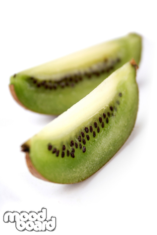 Studio shot og sliced kiwi
