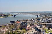 Nederland, Nijmegen, 22-4-2013De Waalbrug uit 1936 en een deel van de binnenstad, benedenstad, van Nijmegen. Op de achtergrond het natuurgebied de Ooijpolder.Foto: Flip Franssen/Hollandse Hoogte