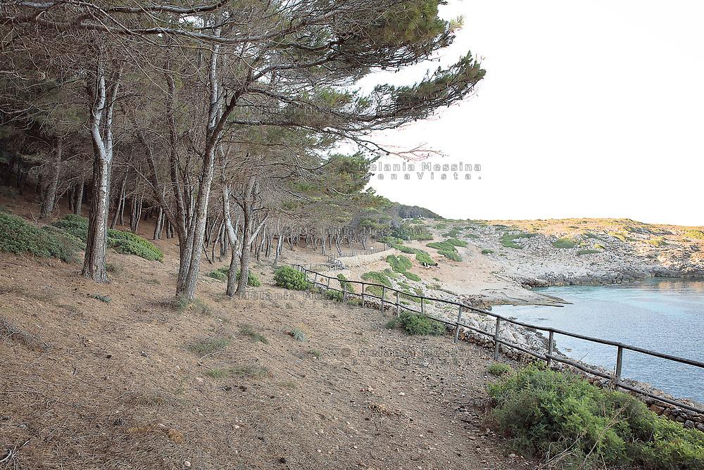 Cala minnola nell'isola di Levanzo, arcipelago delle Egadi in Sicilia.<br /> &quot;Cala Minnola&quot; in Levanzo, Egadi islands in Sicily