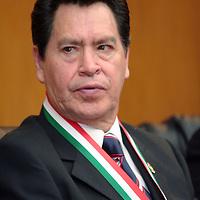 """Toluca, Mex.- En presencia de los integrantes de la Sociedad Mexicana de Geografía e Historia capitulo Estado de México, Roberto Padilla Domínguez, Secretario Técnico del Gabinete presento un informe sobre el programa """"Compromisos"""" encabezado por el gobernador de la entidad Enrique Peña Nieto, resaltando que en los próximos meses se llegara al compromiso numero 400, cumpliendo así con los mexiquenses. Agencia MVT / Crisanta Espinosa. (DIGITAL)<br /> <br /> <br /> <br /> NO ARCHIVAR - NO ARCHIVE"""