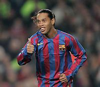 7/3/2006.BARCELONA.SPAIN.CHAMPIONS LEAGUE .BARCELONA V CHELSEA.THUMBS UP FOR RONALDINHO<br /> PIC DAVE SHOPLAND