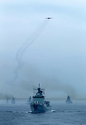 60098923 <br /> Chinese and Russian naval vessels are seen during a military review of the Joint Sea-2013 drill at Peter the Great Bay in Russia, July 10, 2013. The Joint Sea-2013 drill participated by Chinese and Russian warships concluded here in Peter the Great Bay in Russia on Wednesday, July 10, 2013.<br /> Photo by imago / i-Images