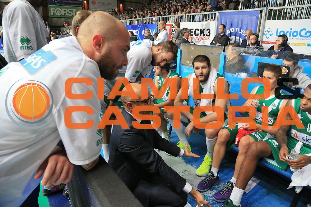DESCRIZIONE : Cant&ugrave; Lega A 2013-14 Pallacanestro Cant&ugrave; Sidigas Avellino<br /> GIOCATORE : Vitucci Francesco<br /> CATEGORIA : Time Out<br /> SQUADRA : Sidigas Avellino<br /> EVENTO : Campionato Lega A 2013-2014<br /> GARA : Pallacanestro Cant&ugrave; Sidigas Avellino<br /> DATA : 10/11/2013<br /> SPORT : Pallacanestro <br /> AUTORE : Agenzia Ciamillo-Castoria/I.Mancini<br /> Galleria : Lega Basket A 2013-2014  <br /> Fotonotizia :  Cant&ugrave; Lega A 2013-14 Pallacanestro Cant&ugrave; Sidigas Avellino<br /> Predefinita :