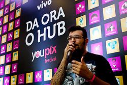 """Espaço """"Daora o Hub"""" debate sobre '10 dicas de como fazer vÌdeos fodas para internet' com Cauê Moura, no Youpix Poa 2012, que acontece na ESPM, em Porto Alegre. FOTO: Emmanuel Denaui/Preview.com"""