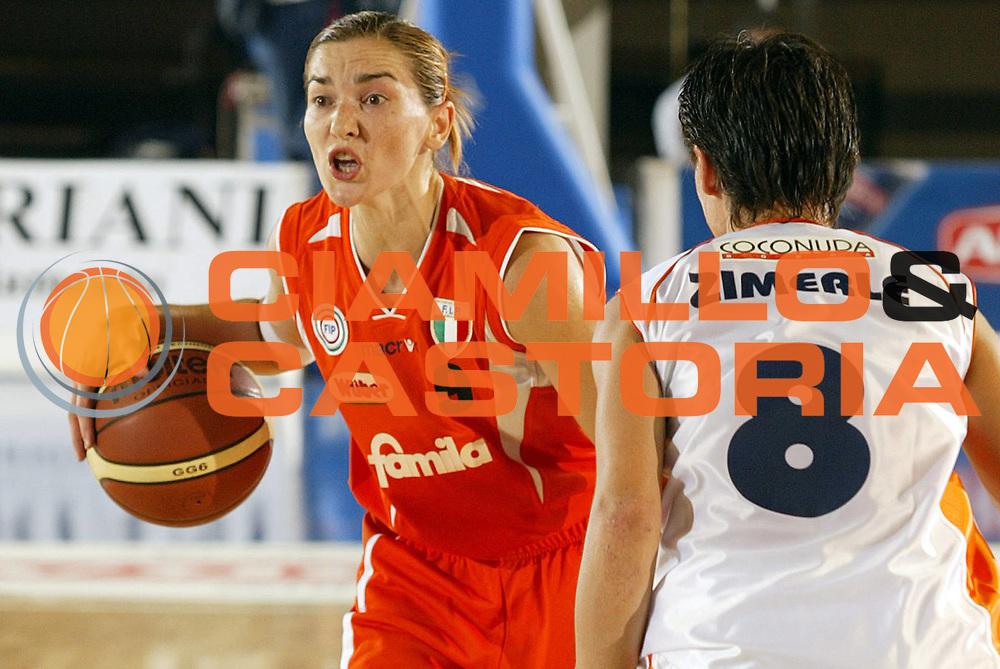 DESCRIZIONE : Taranto Campionato Italiano Donne A1 2005-2006 Coconuda Maddaloni-Famila Schio <br /> GIOCATORE : Grubin<br /> SQUADRA : Famila Schio<br /> EVENTO : Campionato Italiano Donne A1 2005-2006<br /> GARA : Coconuda Maddaloni Famila Schio<br /> DATA : 01/10/2005 <br /> CATEGORIA :<br /> SPORT : Pallacanestro <br /> AUTORE : Agenzia Ciamillo-Castoria