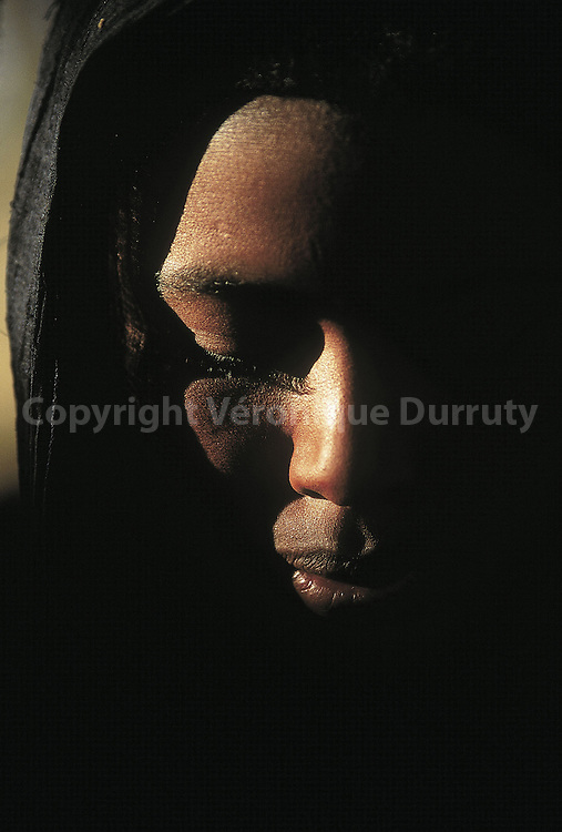 Young Nomadic Tuareg girl, in the Air mountains of Niger // jeune femme touaregue nomade, Niger