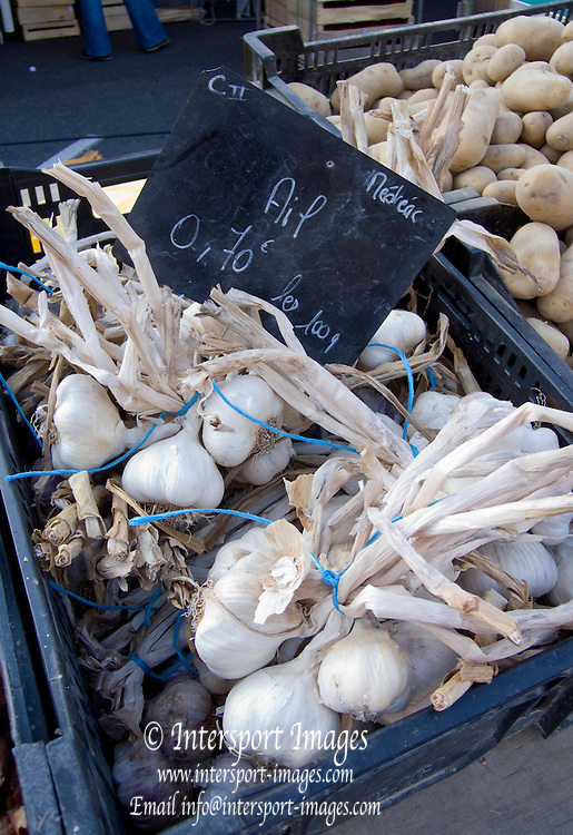 Rennes, FRANCE,  Fresh Produce on display, Garlic, Onion sets, Potatos on display,  at the Saturday Morning Market,  Brittany.  Saturday  26/09/2009   [Mandatory Credit Peter Spurrier Intersport Images] Street Photo.