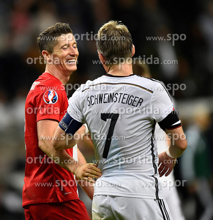 04.09.2015, Commerzbank Arena, Frankfurt, GER, UEFA Euro Qualifikation, Deutschland vs Polen, Gruppe D, im Bild nach dem Spiel Bastian Schweinsteiger (GER) und Robert Lewandowski (POL) // during the UEFA EURO 2016 qualifier Group D match between Germany and Poland at the Commerzbank Arena in Frankfurt, Germany on 2015/09/04. EXPA Pictures &copy; 2015, PhotoCredit: EXPA/ Eibner-Pressefoto/ Weber<br /> <br /> *****ATTENTION - OUT of GER*****