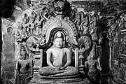 Ridi Viharaya, a Buddhist temple, has a series of caves and is home to some of the finest examples of Buddhist temple painting and sculpture.