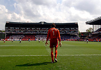 Photo: Daniel Hambury.<br />Arsenal v Wigan Athletic. The Barclays Premiership. 07/05/2006.<br />Arsenal's Jens Lehmann in front of the whole stadium.