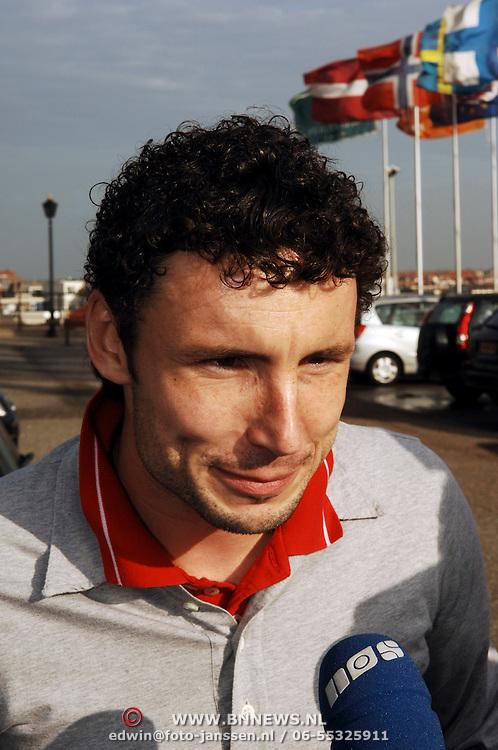 NLD/Noordwijk/20051108 - Aankomst Nederlands elftal, Mark van Bommel