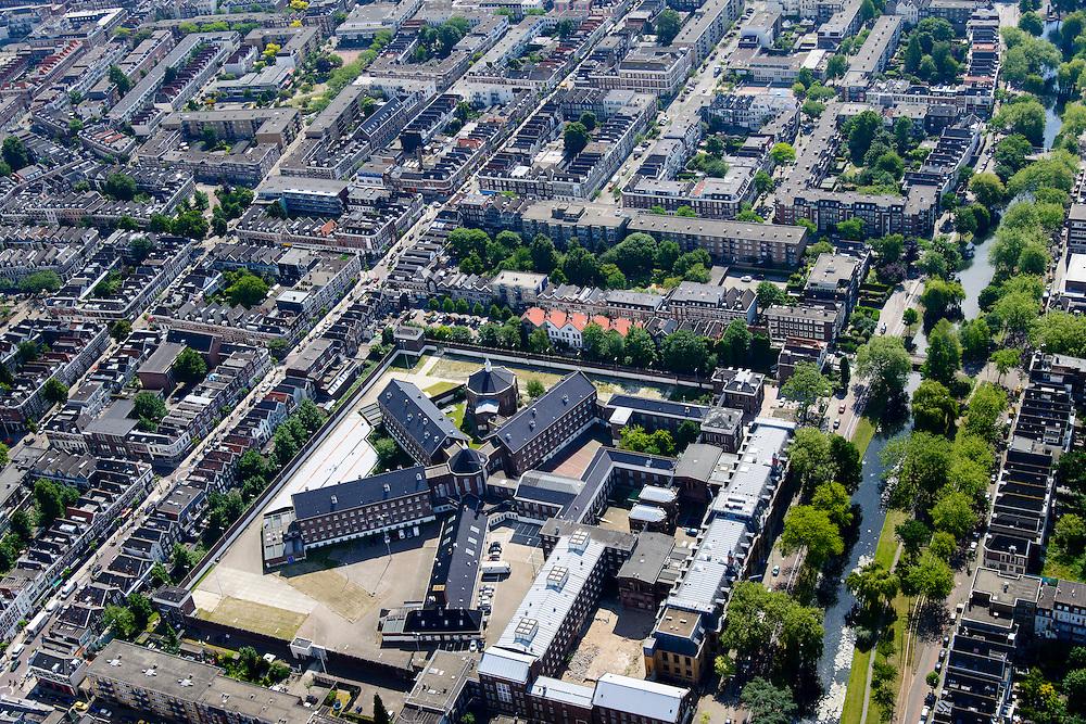 Nederland, Zuid-Holland, Rotterdam, 10-06-2015;   Oude Noorden, Noordsingel met de voormalige Strafgevangenis en Gerechtsgebouw. De gebouwen worden herontwikkeldn in het project Tuin van Noord.<br /> Rotterdam, Old North. Former prison and Courthouse.<br /> luchtfoto (toeslag op standard tarieven);<br /> aerial photo (additional fee required);<br /> copyright foto/photo Siebe Swart