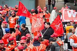 "03.05.2016, Clemensgalerien, Muehlenplatz, Solingen, GER, Warnstreik IG Metall, im Bild Streikende der IG Metall // during a Emptive strike of the trade union ""IG Metall"" at the Clemensgalerien, Muehlenplatz in Solingen, Germany on 2016/05/03. EXPA Pictures © 2016, PhotoCredit: EXPA/ Eibner-Pressefoto/ Deutzmann<br /> <br /> *****ATTENTION - OUT of GER*****"