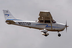 Cessna 172S (N5276P) on approach into Palo Alto Airport (KPAO), Palo Alto, California, United States of America