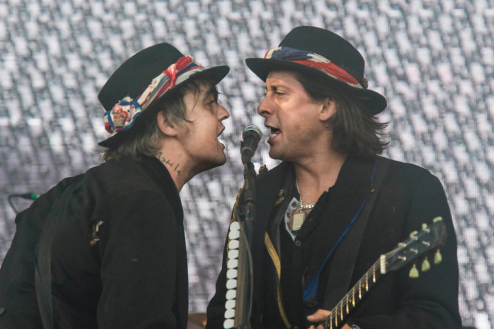 The Libertines perform as last minute special guests on the Pyramid Stage. The 2015 Glastonbury Festival, Worthy Farm, Glastonbury.