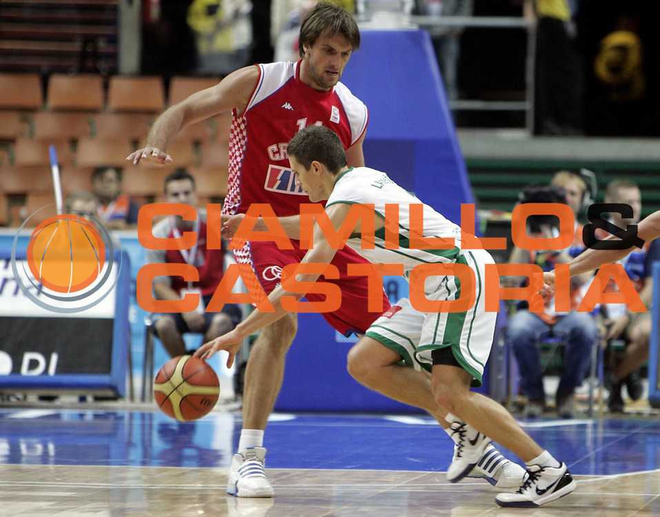 DESCRIZIONE : Katowice Poland Polonia Eurobasket Men 2009 Quarter Final Slovenia Croazia Slovenia Croatia<br /> GIOCATORE : Jaka Lakovic<br /> SQUADRA : Slovenia<br /> EVENTO : Eurobasket Men 2009<br /> GARA : Slovenia Croazia Slovenia Croatia<br /> DATA : 18/09/2009 <br /> CATEGORIA : palleggio<br /> SPORT : Pallacanestro <br /> AUTORE : Agenzia Ciamillo-Castoria/H.Bellenger<br /> Galleria : Eurobasket Men 2009 <br /> Fotonotizia : Katowice Poland Polonia Eurobasket Men 2009 Quarter Final Slovenia Croazia Slovenia Croatia<br /> Predefinita :