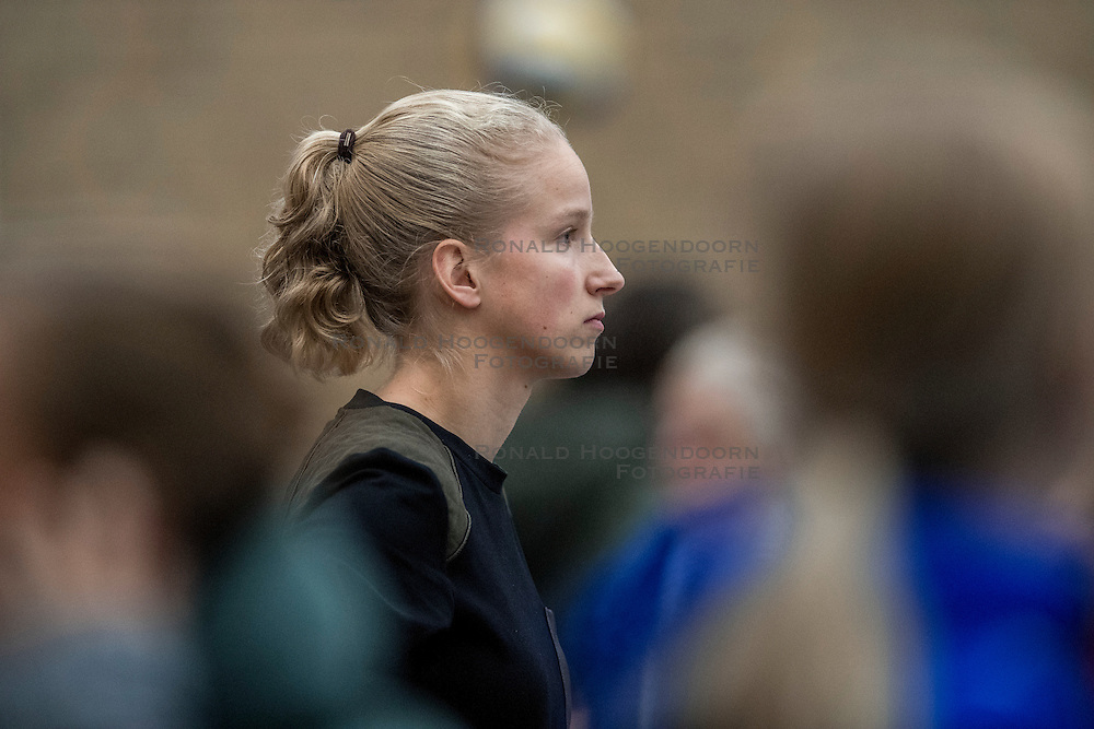 10-12-2016 NED: VC Sneek - Sliedrecht Sport, Sneek<br /> Sneek wint met 3-0 van Sliedrecht Sport / Data analist Rianne  Verhoek